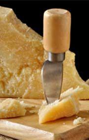 Parmesan enthält fast garkeine Laktose - wie das sein kann, erfahrt ihr auf unserem Feinkost-Blog!