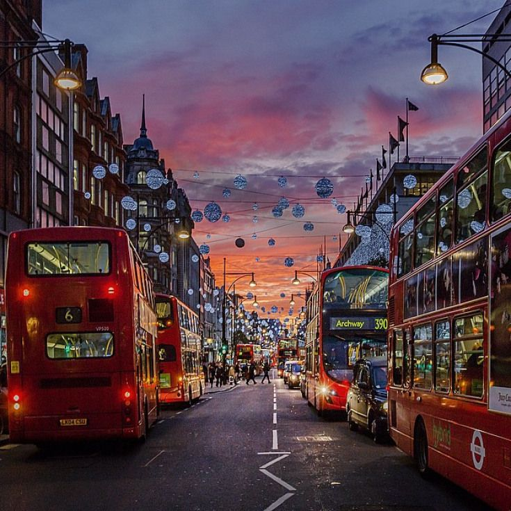 Photos Of Oxford Street Looking Beautiful | Londonist