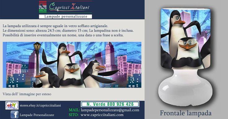 Lampada da tavolo in vetro soffiato a bocca, personalizzata con l'immagine dei Pinguini di Madagascar. Altezza 24,5 cm- diametro base 15 cm- diametro paralume 14 cm - lunghezza filo elettrico 2 mt. La lampadina non è inclusa (max 40W). Perfetta anche per la notte con una lampadina da 10W (simile a quella del frigorifero).