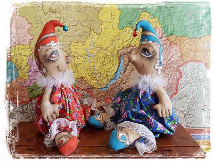 Близнецы - весельчаки. Отличный подарок любому человеку, рожденному под знаком Близнецы. Позитивное настроение и украшение интерьера малыши обеспечат, а в ауру дома проникнут легкие ароматы кофе и корицы... #handmade #подаркиБлизнецам #оригинальныйподарок #интерьернаякукла