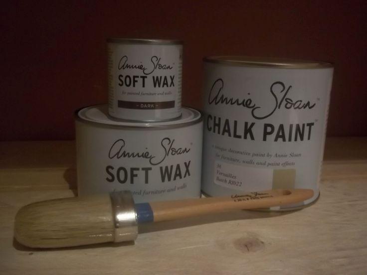 Annie Sloan pakket 2 Versailles bestaat uit één liter Versailles één Clear (Soft) Wax 500 ml en ''eén Dark wax van 120 ml en een Annie Sloan kwast nummer 8.