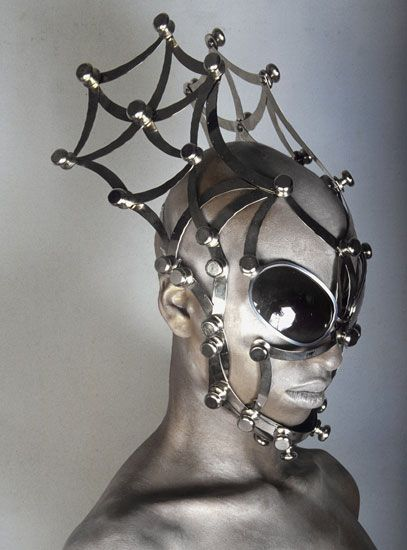 This is the way to have spider sense - Metal masked couture by Manuel Albarran | Fashion Insight
