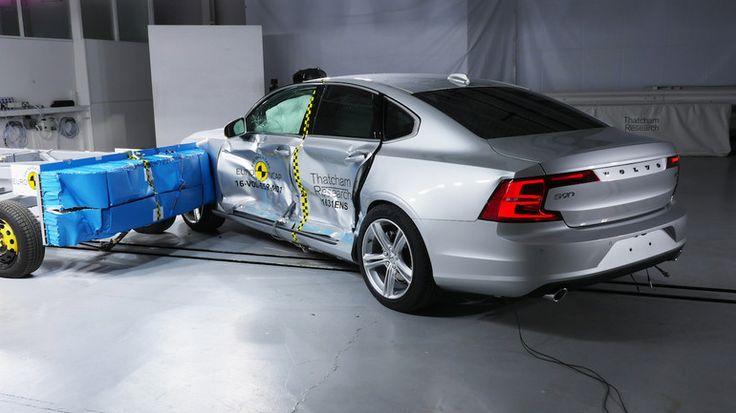 Volvo известен тем, что очень заботится о безопасности на дорогах. В очередной раз это подтвердили краш-тесты, в которых последние модели марки S90 и V90 получили по пять звезд.   Volvo S90 и V90 на тестах Euro NCAP 5 звезд - это максимальные оценки уровня безопасности от Euro NCAP.