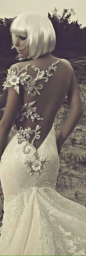 Vestido novia sexy sin espalda con bordado de guipiur piedras y flores