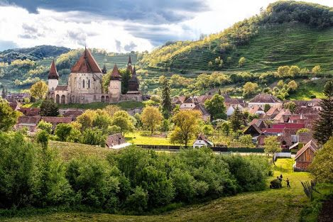 Um lindo dia de primavera em Biertan   Biertan é uma das mais belas igrejas fortificadas na Transilvânia, Romênia. 10 de maio de 2014   foto e texto de Bogdan Comanescu