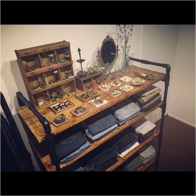 azskさんの、棚,DIY,アクセサリーディスプレイ,衣装部屋,ピアスホルダー,パンツ収納,塩ビパイプ,アンティークの鏡,塩ビ管,のお部屋写真