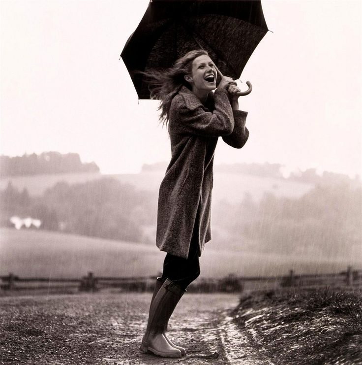 via note to self: Gwyneth Paltrow, Umbrellas, Rainy Day, Singing, Happy, Long Sweaters, Dance, Photography, Gwynethpaltrow