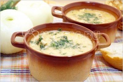 Курица в сливочном соусе «Тая» Ингредиенты: 200 г куриного филе 1 луковица 50 г сметаны 50 г сыра 1/4 ч. л. имбиря молотого укроп (зелень) 2-3 ст. л. растительного масла соль по вкусу перец по вк…