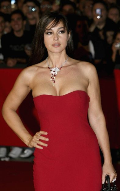 Monica Bellucci Hot Photos Naked
