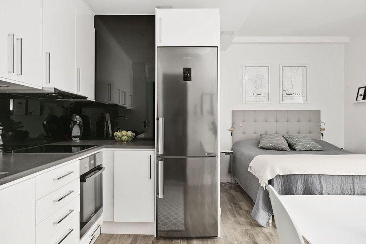 Compact Living. Vitt kök från Ballingslöv med luckan Solid i vitt.