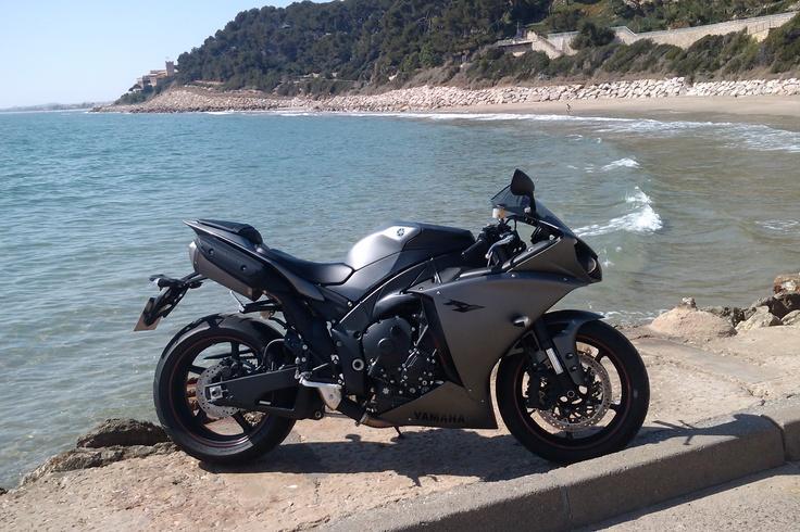 Yamaha R-1 2012