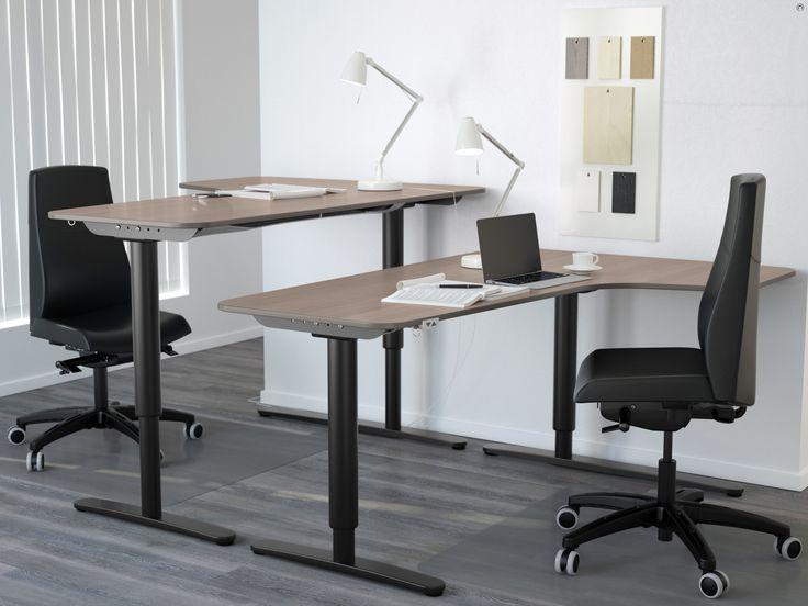 Când au creat familia de mobilier BEKANT, designerii noștri au vrut să obțină combinații de birouri cât mai flexibile astfel încât zilele de muncă să fie cât mai plăcute și mai eficiente.
