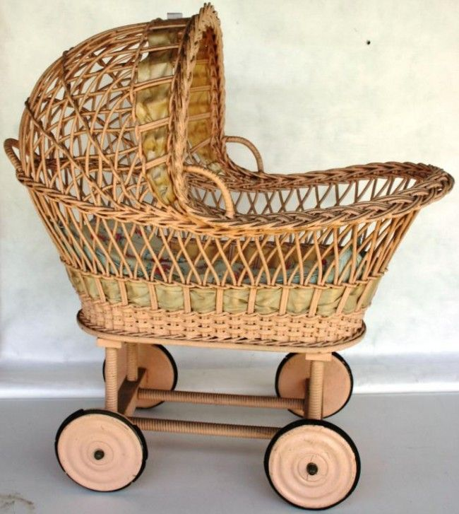 223: VINTAGE WICKER DOLL BASSINET ON WHEELS,