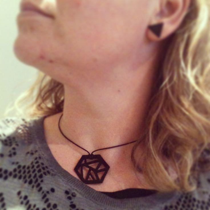 Hexagon necklace made of shrinking plastic #KreativeOmgivelser kreativeomgivelser.dk #Musenberg