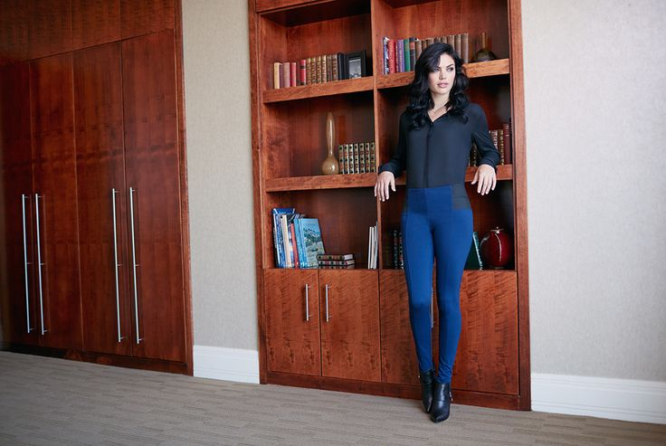 The ultimate stretch pants #rekuccicollection #jeggings #elastic #stretchpants #blouse #bookshelf #fashion #style #onlineshopping