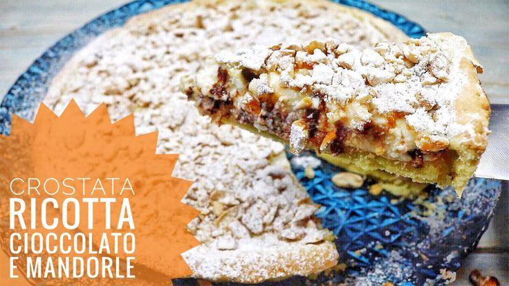 La Crostata ricotta, gocce di cioccolato e mandorle tritate è una ricetta elegante per concludere al meglio le vostre cene.