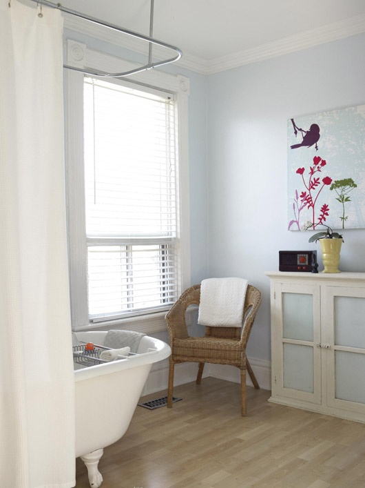 Bright And Airy Bathroom With Clawfoot Tub