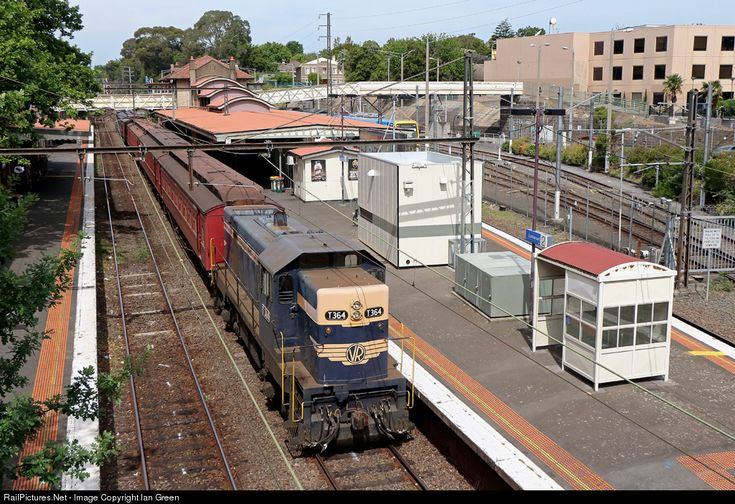 T364 waits at Camberwell with a Steamrail Victoria shuttle to Ashburton as part of the Ashburton Festival.