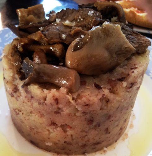 Patates Enmascarades (Patatas Tiznadas) con Setas para #Mycook http://www.mycook.es/receta/patates-enmascarades-patatas-tiznadas-con-setas/