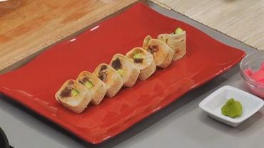 Rollito de tortilla con atún picante