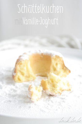 Schüttelkuchen mit Vanille-Joghurt