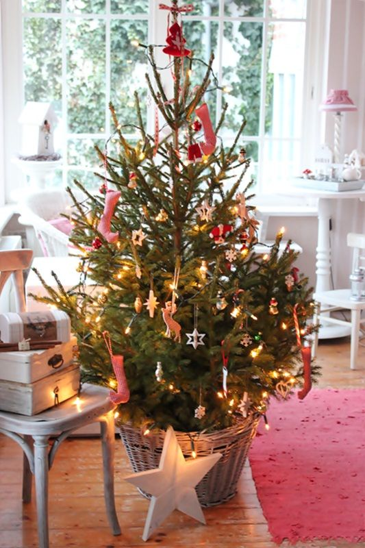 Doing a little tree this year in a basket like this. So quaint.