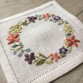 お茶は、お花に囲まれて、きっともっと美味しくなるのです♪ #刺しゅう #刺繍 #コースター #刺しゅうコースター #お茶の時間 #ハンドメイド #stich #embroidery