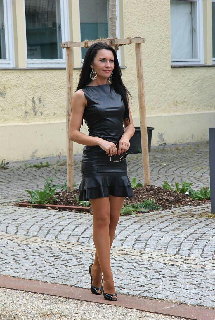 Fetish diva in leather and highboots
