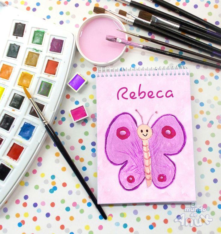 Libreta de bolsillo, tamaño grande 10x15cts. con 90 hojas blancas de 80grs. y tapas plastificadas. Puedes personalizarla con el nombre o texto que tú elijas. Materiales de máxima calidad. El mismo diseño disponible en 3 tamaños.  (Sólo la libreta está a la venta) #libretas #cuadernos #mariposa #butterfly #niños #kids #girl #niña #girl #niñas #notebook #sweet #gift #regalo #juguetes #toy #regalodenavidad #christmas #navidad #rosa #pink #papelería #stationery #personalizada #customdesign