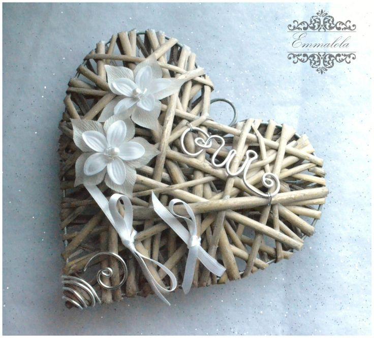 porte alliance coeur en rotin  avec fleurs blanches,ruban et perle blanches