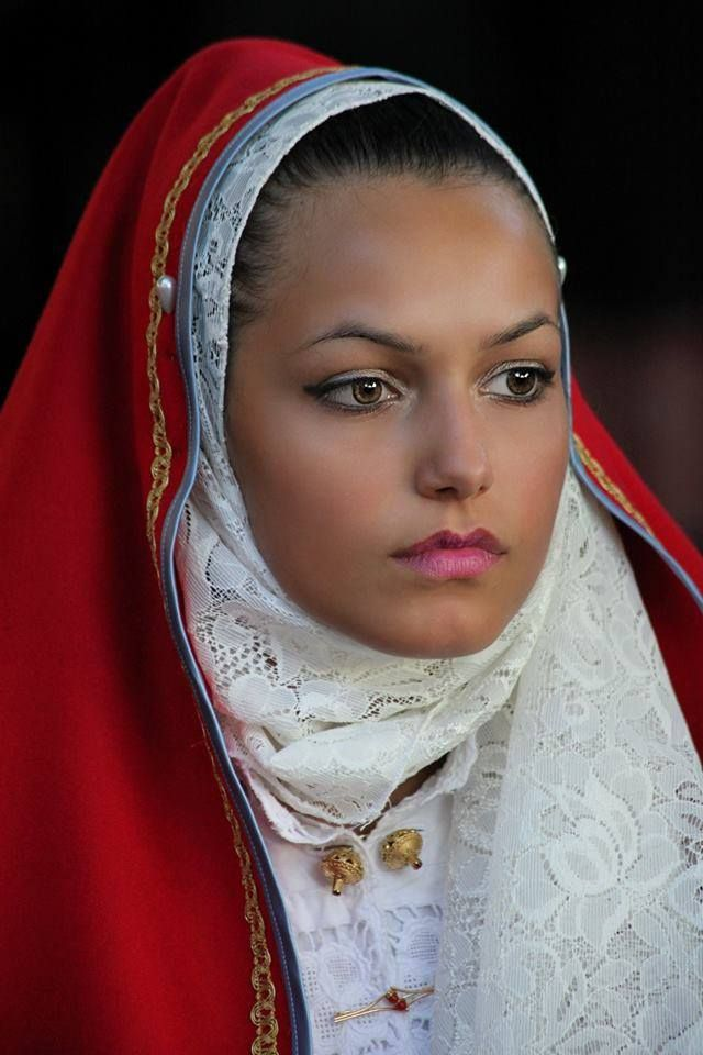 L'Abito tradizionale di Austis.Ph Bruno Tore.Traditional costumes of Sardinia.