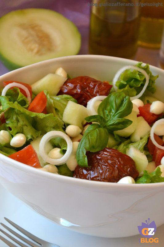 Insalata con barattieri, pomodori secchi e perle di mozzarella