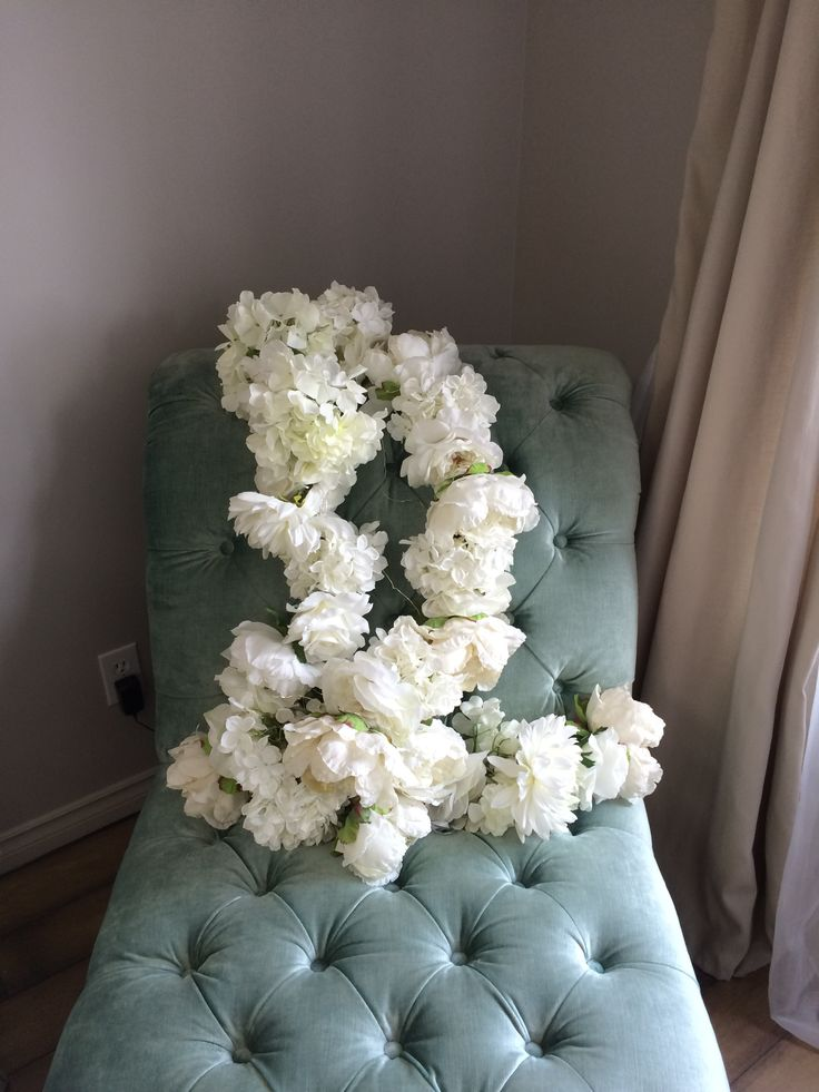 Add interest to your wedding photos with a luxurious pop of colour. White and cream wedding gowns look smashing next to this duck egg blue chaise lounge!
