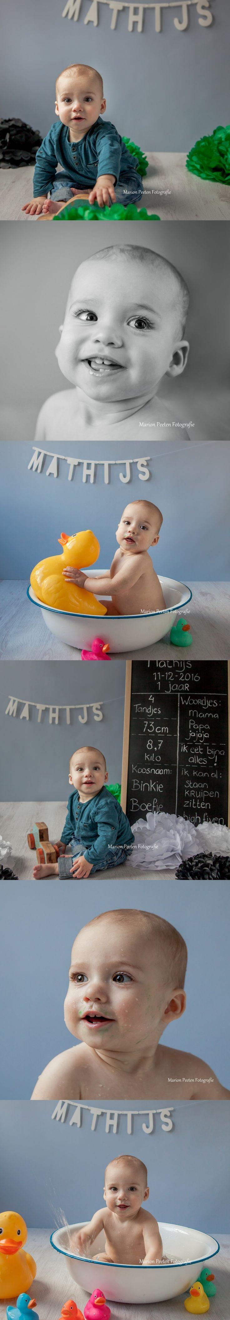 one year old photoshoot#cake smash#birthday shoot#one year old boy#one year old boy photoshoot#marion peeten fotografie#studio photography#fotoshoot maasbree#fotograaf maasbree#fotograaf peel en maas#