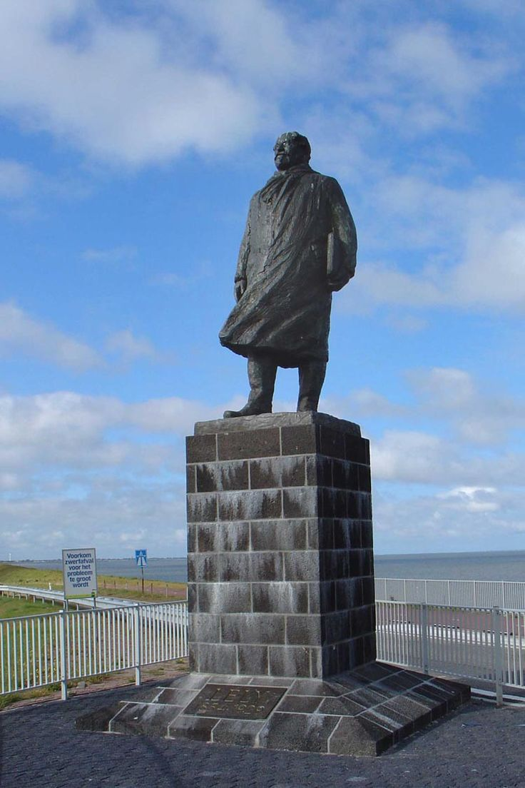 """Cornelis Lely. Den Oever. Afsluitdijk. Op 2 april 1953 schreef Mari Andriessen: """"Dit is wat ik zocht: een beeld op een dijk, bespoeld door zeewater opgezwiept door de felle wind"""""""