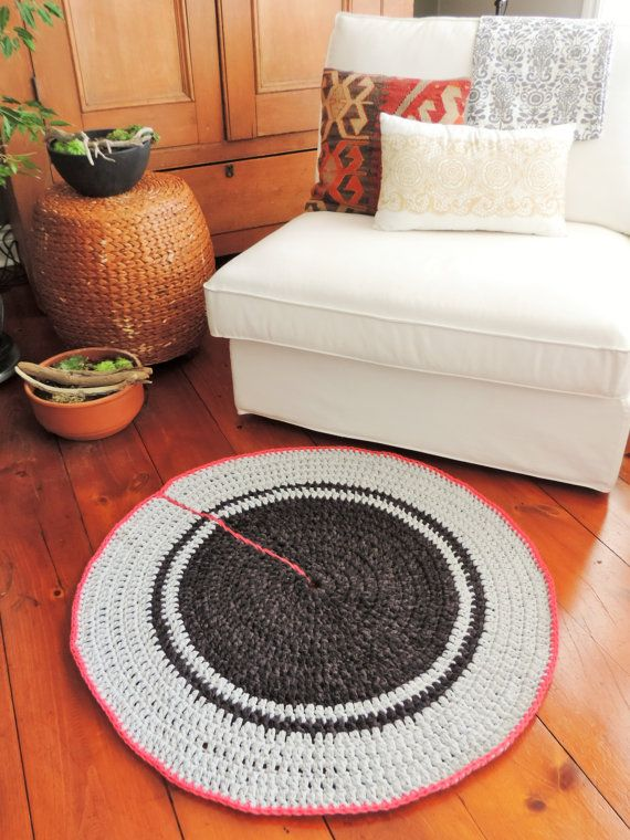 La Piaf - Tapis au crochet, from The Blondy's shop on Etsy.