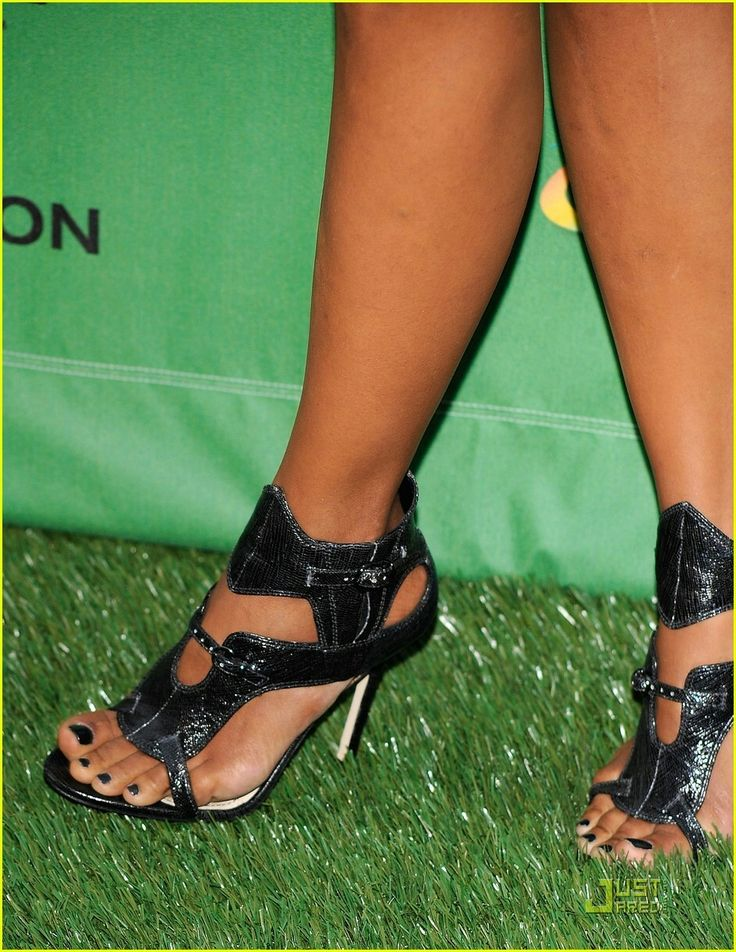 Halle Berry's toes