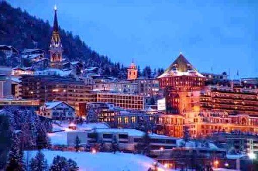 Горнолыжный курорт Санкт-Мориц, известен не только любителям горнолыжного спорта, ежегодно здесь, на «Вершине мира», проводиться знаменитый фестиваль «высокой кухни» — Festival Gourmet.