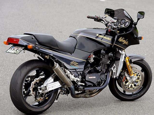 Kawasaki+GPZ-900R+RCM226+by+Red+Eagle+Sanctuary+04.jpg 640×480 ピクセル