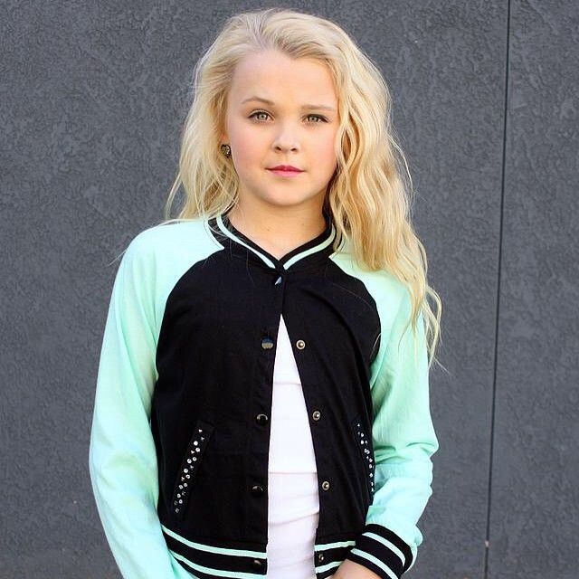Jojo Siwa will be going into 7th grade in the 2015/2016 school year.