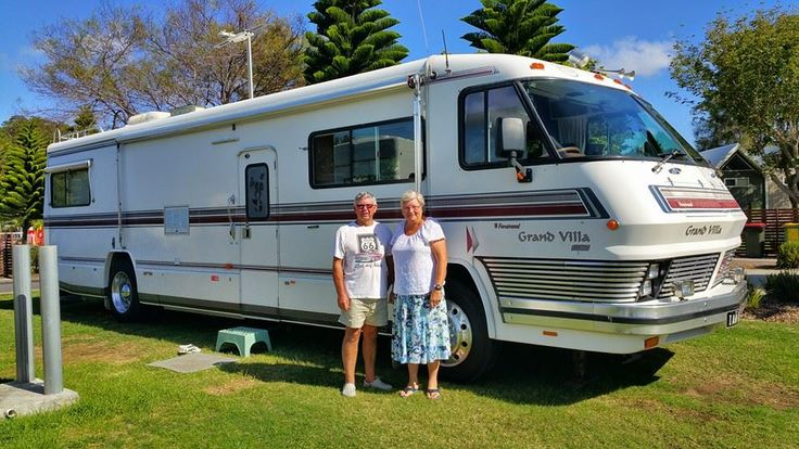 Here are some happy travellers. How cool is their bus!? #coolo #travellingbus #greynomads