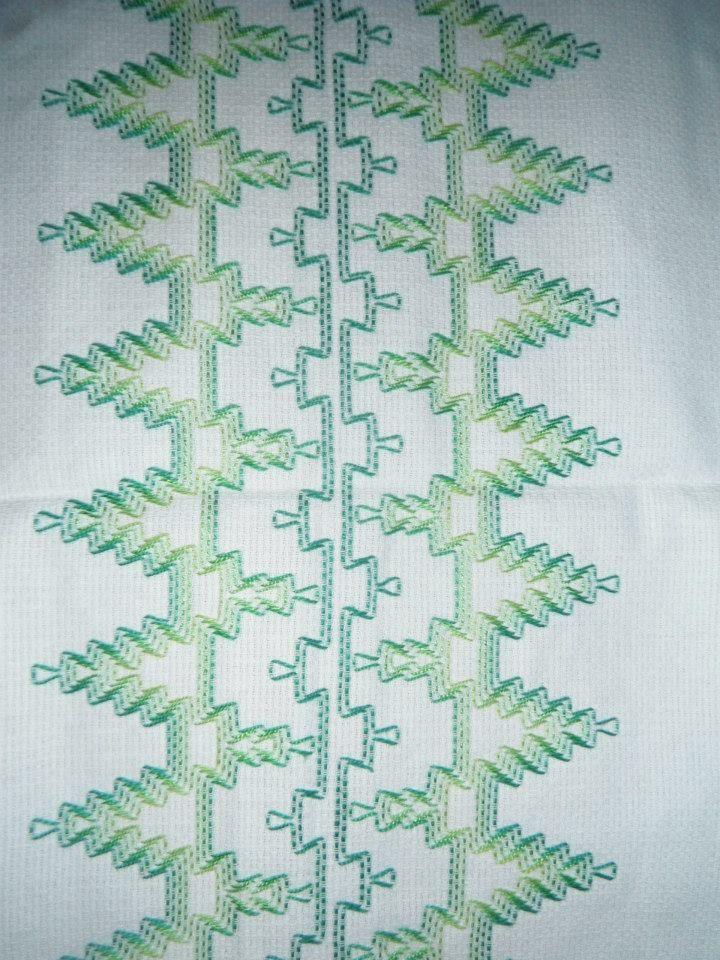213 besten embroidery huck bilder auf pinterest schwedisch weben bestickte handt cher und. Black Bedroom Furniture Sets. Home Design Ideas