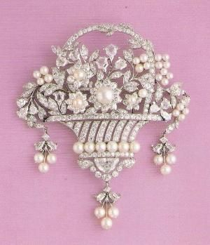 Cartier diamond and pearl giardinetto brooch. #Giardinetto by sophia