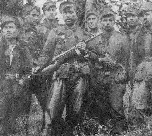 Ilmari Honkanen With his men