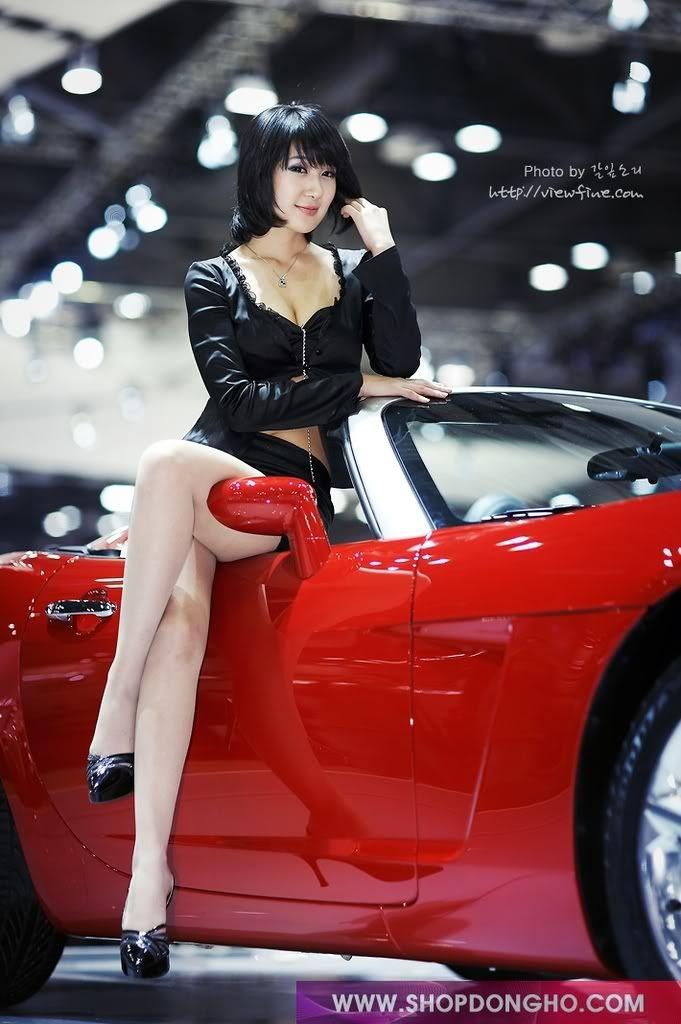 Asian car show women