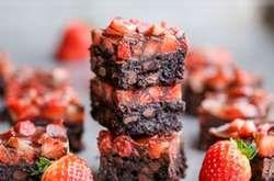 Itt az eperszezon és szívesen sütnél valami finomságot? Mutatunk néhány szuper receptet, amiből kedvedre válogathatsz.