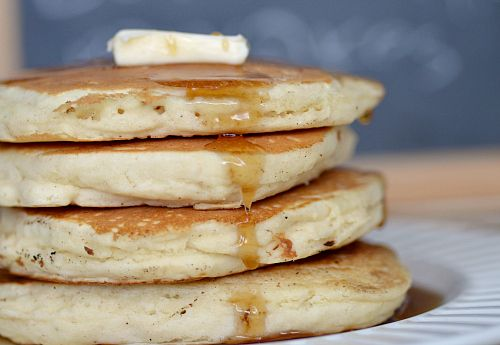 Low-fat Fluffy Buttermilk Pancakes | The Realistic Nutritionist Something is wrong with me... I am craving pancakes today....