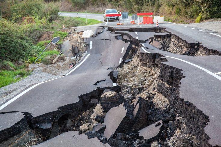 Un violento terremoto di magnitudo M7,8 ha scossa la Nuova Zelanda alle 12:02:58 italiane di ieri, provocando anche un tsunami. Epicentro a 93 km a nord di