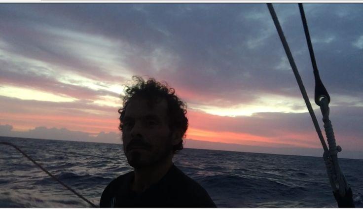 Gaetano in pieno oceano su Italia. Tramonto del 24 novembre 2016