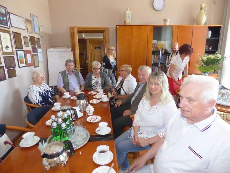 W dniu dzisiejszym, 28.06.2017 r. Burmistrz Darłowa - Arkadiusz Klimowicz wręczył Państwu Zofii i Janowi Cybulskim z Darłowa medale za długoletnie pożycie małżeńskie. Przyznał je jubilatom Prezydent Rzeczypospolitej Polskiej - Andrzej Duda.  15 czerwca 1967 r. Zofia i Jan Cybulscy wzięli ślub cywilny w Urzędzie Stanu Cywilnego w Jeżyczkach, a kościelny 18 czerwca tego samego roku, w Parafii Matki Boskiej Ostrobramskiej w Jeżycach. Państwo Cybulscy są rodzicami dw&oacu...
